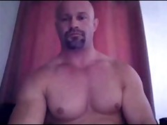 str2 daddy shows off that pumped up bod and jock