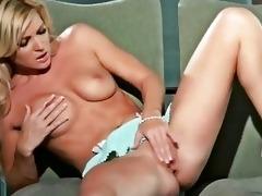 beautiful hottie niki lee juvenile masturbates