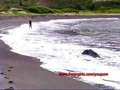 hawaiian bikini chick on the beach masturbating