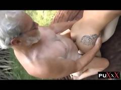 velho com novinhas na floresta - puxxx.com.br